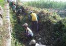 Koramil Kebonsari Kodim 0803/Madiun Gelar Karya Bakti TNI Bantu Masyarakat Bersihkan Saluran Air