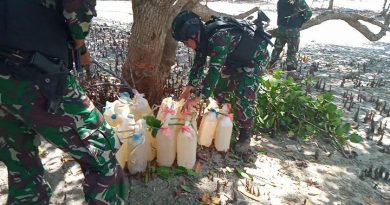Satgas Pamtas Yonif 142 Gagalkan Penyelundupan 100 Liter BBM di Motaain