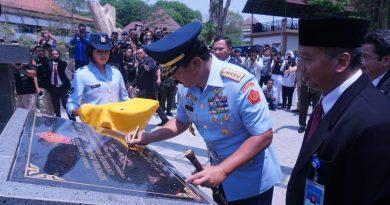 Panglima TNI Resmikan Monumen Pesawat AS-202 Bravo LM – 2017