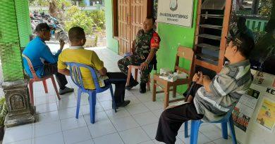 Jalin Silaturahmi, Babinsa Kodim 0803 Madiun Komsos Bersama Perangkat Desa