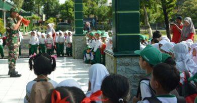 Pengenalan Profesi, TK RA Muslimat Mayak Kunjungi Kodim 0802/Ponorogo