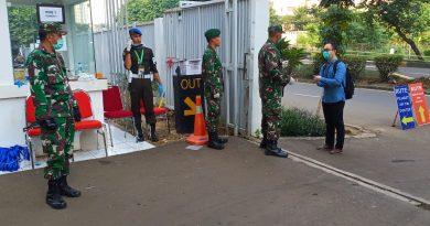 Kodim 0501/ Jakarta Pusat BS Amankan Pintu RS Darurat Covid-19