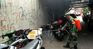 Koptu Sugiyanto Sterilkan Lingkungan Warga Gelora