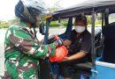 Babinsa Sambangi Pengemudi Bajaj Yang Mangkal Untuk Berikan Bantuan