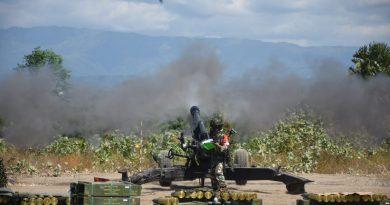 Meriam Howitzer 2 Marinir Hancurkan Sasaran Musuh