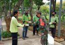 Koramil 01/Menteng Bagikan Makan Siang Untuk PJLP Taman Menteng