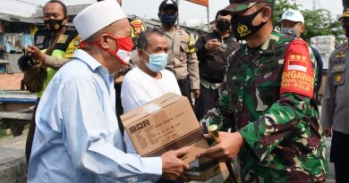 TNI – POLRI dan Yayasan Buddha Tzu Chi Bagikan Bantuan Kepada Warga Jl. Tanjung Selor