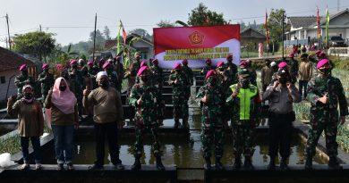 Marinir Adakan Serbuan Teritorial Ketahanan Pangan di Cipanas