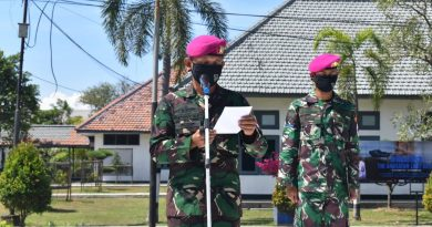 Komandan Yonkes 2 Mar Membuka Pengenalan Satuan Kepada Prajurit Baru