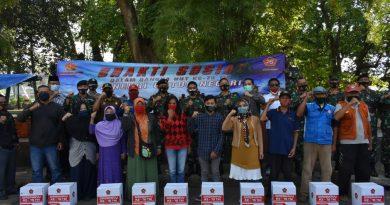 Baksos Dalam Rangka HUT Ke-75 TNI, Kaskogartab II/Bandung Resmikan Musholla dan Bagikan Paket Sembako