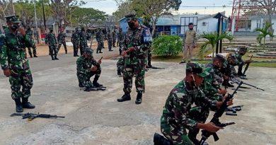 Cek Kesiapan Material, Prajurit Yonmarhanlan VII Laksanakan Bongkar Pasang Senjata