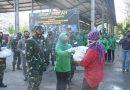 Jumat Berkah, Kodim 0803/Madiun Bagi Makanan Dan Paket Sembako Kepada Warga Kurang Mampu