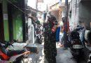 Babinsa Koramil 01/Menteng Bantu Staf Kelurahan Sterilisasi Lingkungan