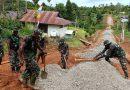Anggota Satgas TMMD 109 Kodim 1711/BVD Mulai Pengerjaan Jalan di Kampung Kakuna