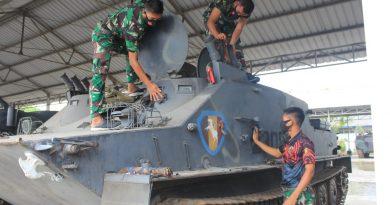 Semangat Prajurit TD Yonranratfib 2 Mar dalam Pemeliharaan Perawatan Ranpur Saat Isi Libur Panjang