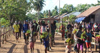 Tunjukkan Rasa Empati, Satgas Pamtas Yonif 125/Simbisa Bantu Proses Pemakaman Warga Kampung Kondo