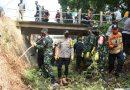 Dandim 0803/Madiun Pimpin Anggotanya Terjun Ke Sungai Kerja Bakti Massal