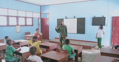 Satgas Pamtas Yonif 125 Ajarkan Wawasan Kebangsaan Kepada Siswa-Siswi SD YPK Toray