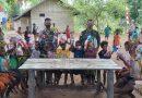 Satgas Yonif 125 Gandeng MJC Bagikan Bingkisan dan Pakaian Untuk Anak-Anak Kampung Kondo