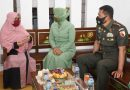 Dijenguk Danrem 081/DSJ dan Ketua Persit, Dewi Irisandi Tak Kuasa Menahan Isak Tangisnya