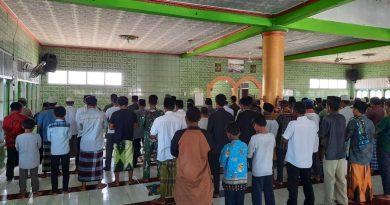 Satgas Yonif MR 413 Kostrad Ibadah Shalat Jumat Bersama Masyarakat Kampung Sanggaria