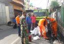 Antisipasi Banjir, Babinsa Kelurahan Karang Anyar bersama Tiga Pilar Gelar Grebek Lumpur