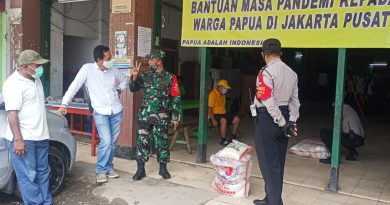 Babinsa Koramil 05 TA Monitor Pembagian Sembako Kepada Warga Papua Tanah Abang