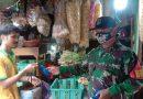 Babinsa Kramat Koramil 03 /Sn Bagikan Masker di Pasar Senen