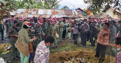 TNI-Polri, Pemda dan Masyarakat Sambut Bulan Kasih Desember Dengan Bakar Batu