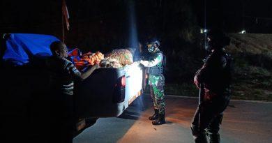 Cegah Penyelundupan Barang Ilegal di Perbatasan, Prajurit Satgas Yonif 642 Laksanakan Sweeping Malam Hari