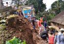 Babinsa Koramil 0806/13 Dongko Bersama TRC PB Bersihkan Halaman Rumah Warga Yang Longsor Akibat Hujan