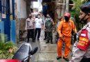 Babinsa Koramil 02/SB Bersama Tiga Pilar Monitoring Penyemportan Disinfektan Lingkungan Binaan