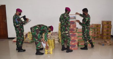 Prajurit Batalyon 2 Marinir Menggalang Bantuan Logistik untuk Korban Bencana Alam di Mamuju dan Banjarmasin