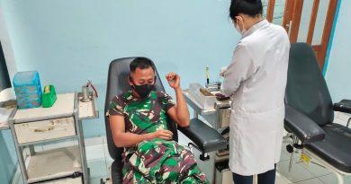 Prajurit Satgas 413 Kostrad Sumbangkan Darah di Papua, Bantu Anak Gagal Ginjal