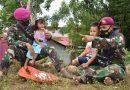 Marinir TNI AL Hibur Anak Anak Korban Banjir