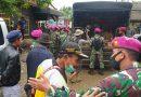 Marinir Distribusikan Bantuan Untuk 566 KK Korban Banjir di Desa Karang Harja, Bekasi