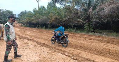 Dandim Sambas : Warga Desa Tolok Sudah Bisa Menggunakan Sebagian Jalan Program TMMD