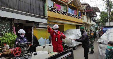 Serda Dian Bersama Tiga Pilar dan PMI kembali lakukan Penyemprotan Dinsifektan di Kelurahan Menteng
