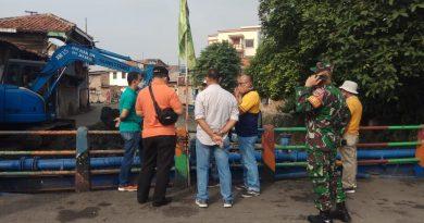 Anggota Koramil Senen Monitoring Grebeg Lumpur