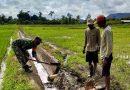 Babinsa Koramil 1705 – 02/Napan Laksanakan Karya Bakti Perbaikan Talud