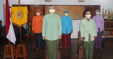 Ketua Dharma Pertiwi Koorcab Merauke Daerah H Hadiri Vicon Bersama Ny. Nanny Hadi Tjahjanto Pada Acara HUT Ke-57 Dharma Pertiwi