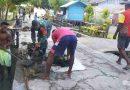Jaga Kebersihan Lingkungan,  Babinsa Yapbar Bersama Warga Kerjabakti Bersihkan Kampung