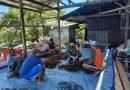 Tingkatkan Perekonomian Warga Babinsa Dukung Budidaya Rumput Laut di Kampung Sarawandori
