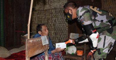 Dandim 0806/Trenggalek Salurkan Bantuan Sosial Bagi Warga Kurang Mampu