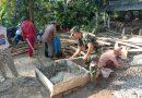 Wujud Kebersamaan, Babinsa Koramil 0806/07 Watulimo Bantu Warga Gotong Royong Renovasi Mushola
