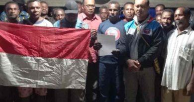 Dengan Kesadaran Penuh Pentolan Teroris OPM Papua Alex Hamberi Beserta 17 Anak Buah Menyerahkan Diri
