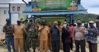 TNI-POLRI dan Perangkat Kampung Sarawandori 1 Kompak Dirikan Posko Covid 19