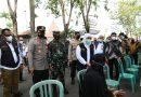 Pangdam V/Brawijaya Dampingi Gubernur Jatim Tinjau Tim Vaksinator Capai Target 1.400 Orang Harus Tervaksin