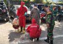 Babinsa Koramil 05 Tanah Abang Dampingi Tim Damkar Sterilisasi Kantor Kelurahan Kebon Kacang