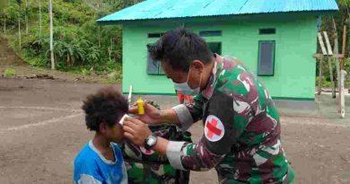 Tim Kesehatan TMMD kodim 1709 Yawa Rutin Berikan Pelayanan Kesehatan pada Masyarakat Miosnum